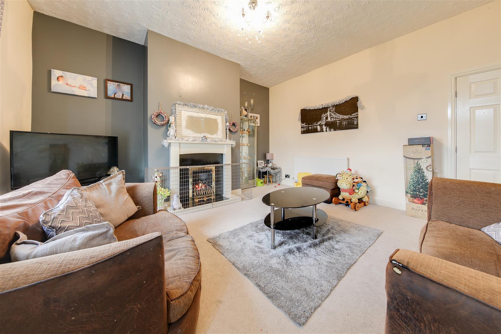 2 Bedrooms Terraced House for sale in Blackburn Road, Haslingden, Rossendale